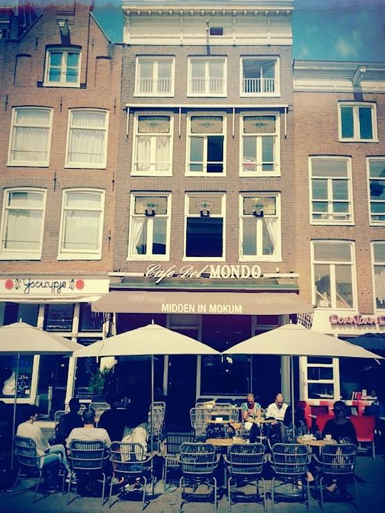 Cafe Del Mondo in Amsterdam