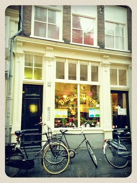 restaurant bunga mawar in Amsterdam