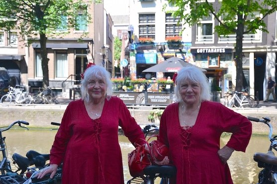 [Image: Amsterdam-Red-Light-District-Bachelorett...itutes.jpg]