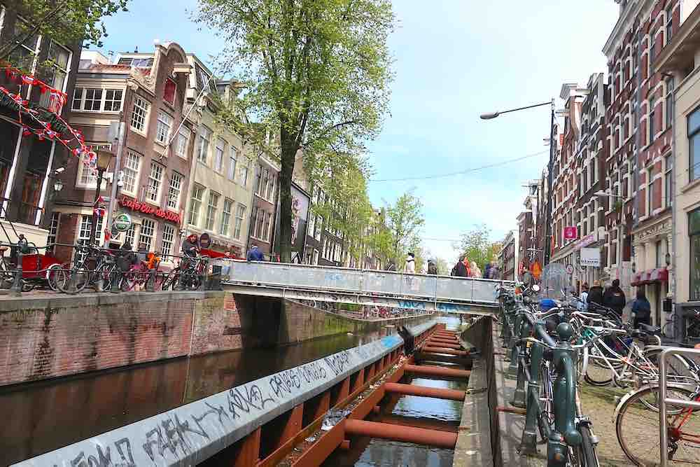 3d printed bridge in red light district of amsterdam for Design bridge amsterdam