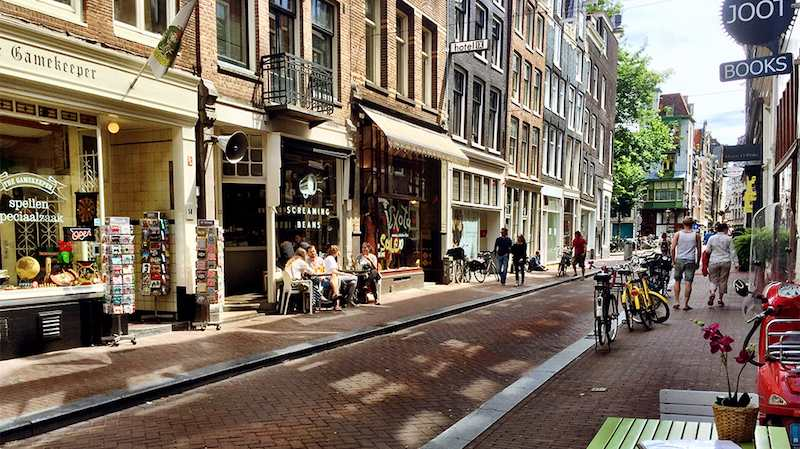 de 9 straatjes next to the Amsterdam canals